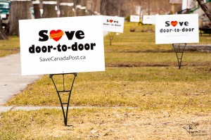 'Save door-to-door' lawn signs in support of CUPW campaign