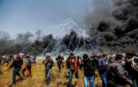 Gaza-teargas-ap-img